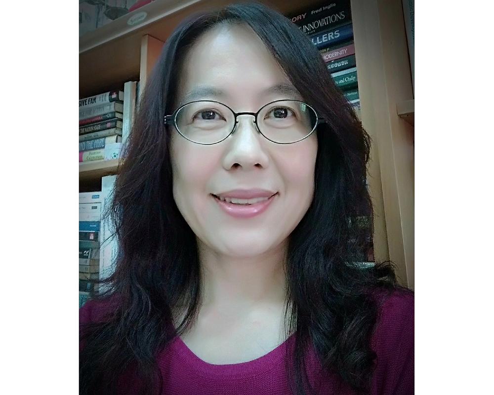 賴鳳儀 教授